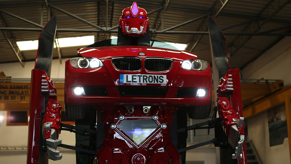 Acum poti detine un BMW Transformer in viata reala