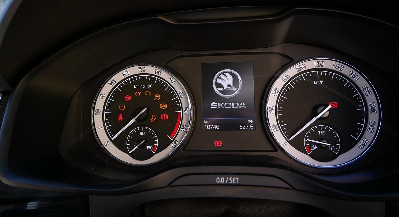 O singura masina in doua anunturi de vanzare si peste 100.000 km dati inapoi