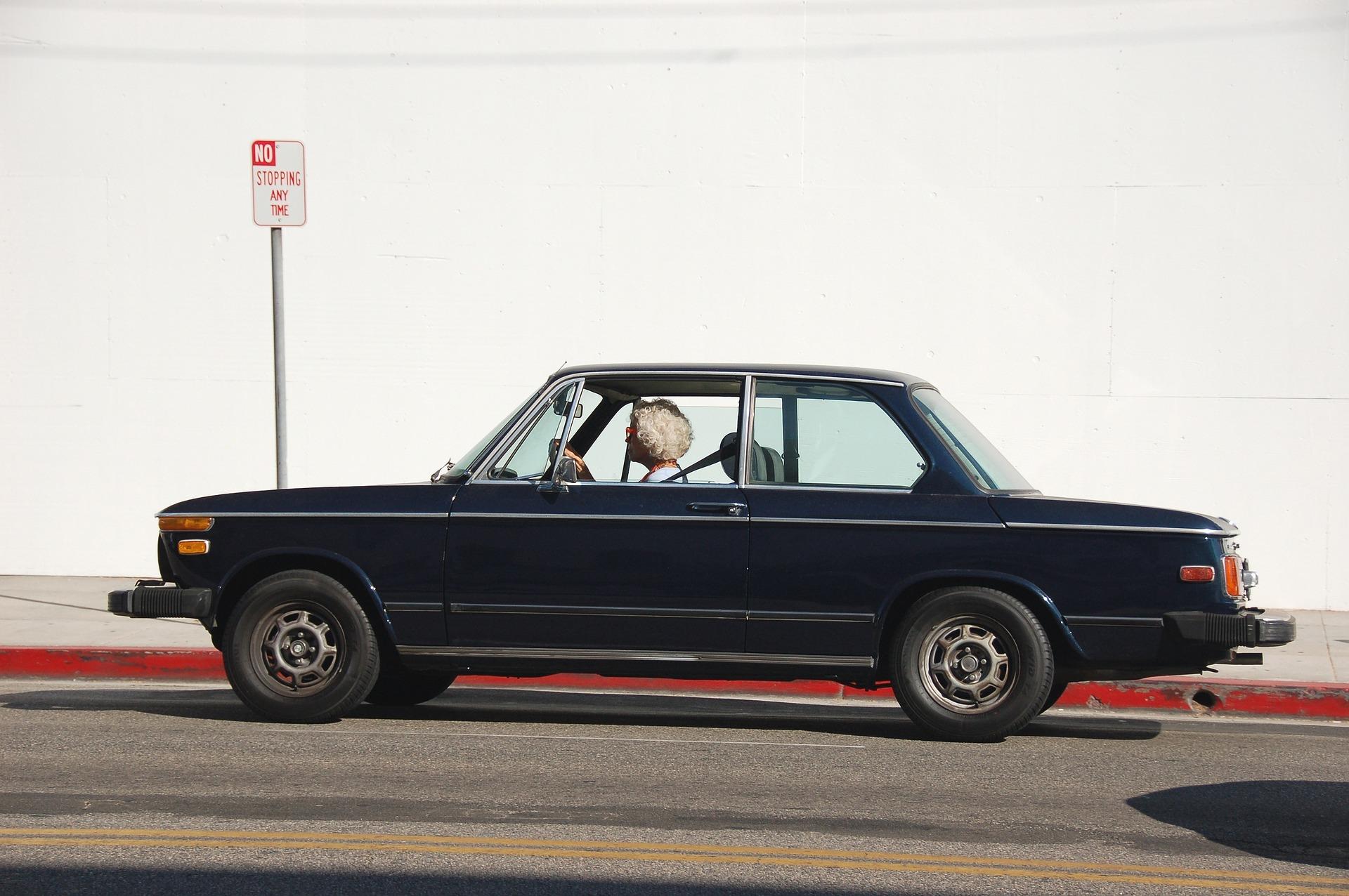 Cumperi o masina de la o babuta din Germania, dar te trezesti cu o lada de chit