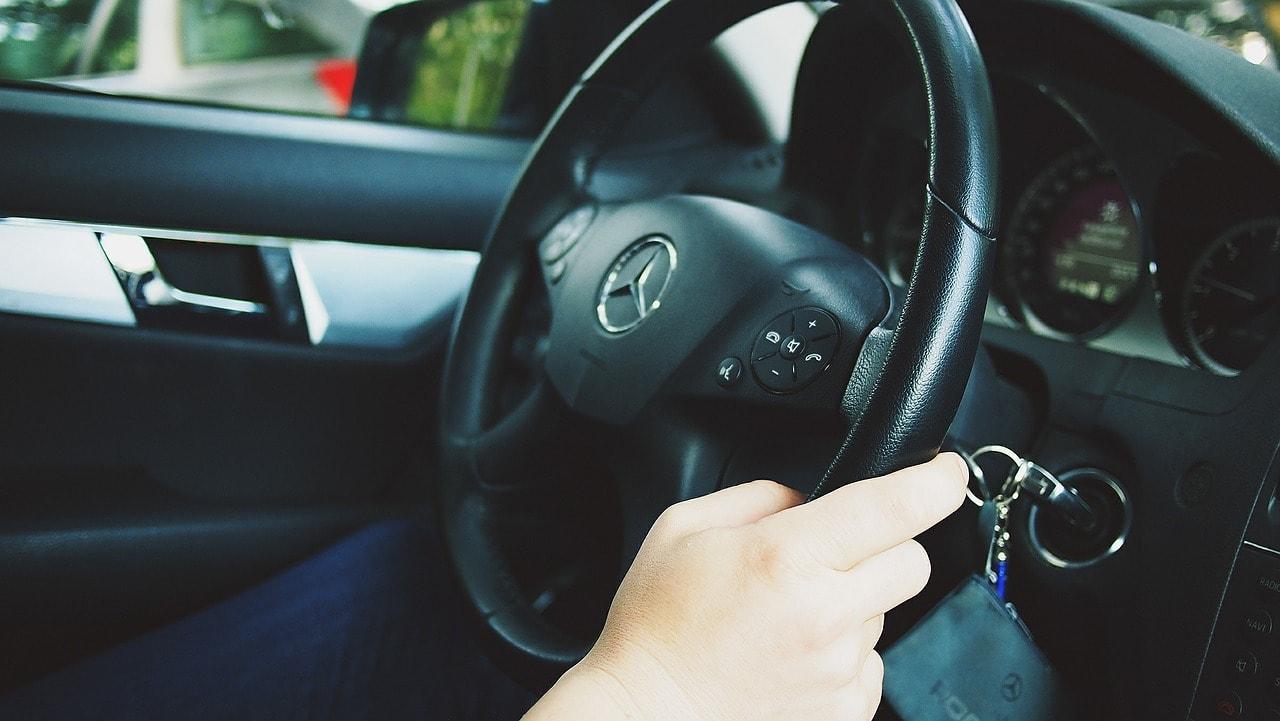 Cum imi dau seama cati kilometri are masina in functie de uzura volanului, a scaunelor etc?