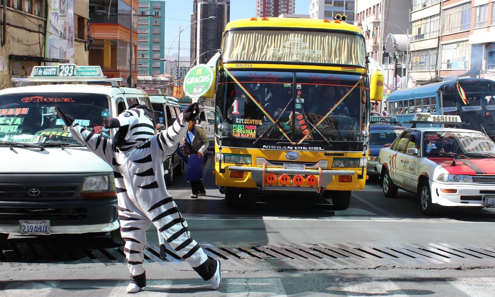 Orasul in care zebra te ia de mana si te ajuta sa treci strada